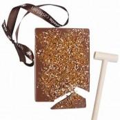 Pré-commande Plaque à Casser chocolat au lait avec Maillet 450gr / Noix de Pécan & Caramel